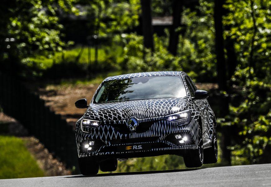 Nouvelle Renault Mégane R.S: 4 roues directrices et les châssis «Sport» ou «Cup» disponibles.