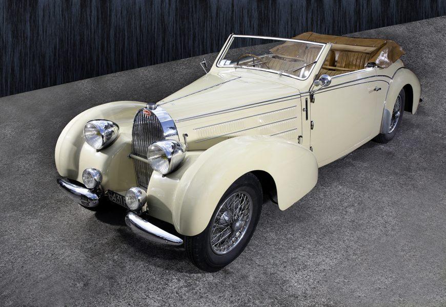 Vente aux enchères Osenat à Fontainebleau : 2 voitures françaises vendues à prix record.